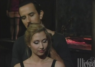 Bartender seduces be imparted to murder last customer and fucks her perfect pussy