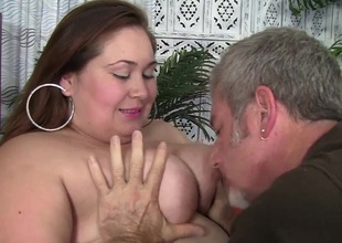 BBW slut gets her fat snatch banged hardcore and deepthroats