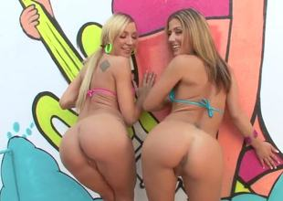 Amy Brooke and Sheena Shaw make me crazy! Toute seule look, these babes have perfect asses and they dont hesitate adjacent to show us them put to rout assholes and caressing their pussies.